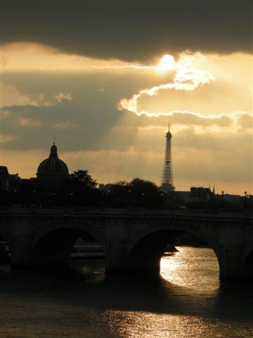 2012-09-05 Tour Eiffel nuage DSCN5846_876 (Small).JPG