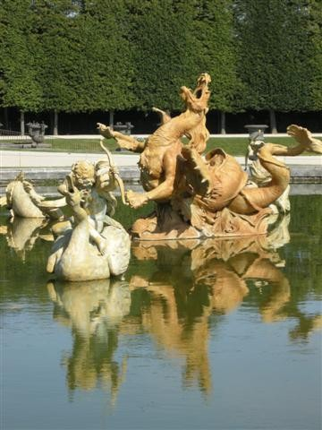 2012-08-12 Versailles dragon DSCN5734_783 (Small).JPG