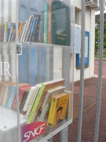 2012-05-13 boîte livres Méry  DSCN5535_572 (Small).JPG